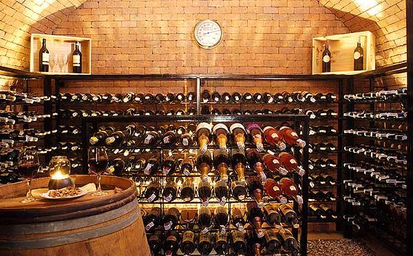 restaurant_wine_cellar_larg