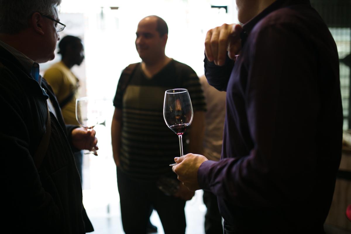 Israelil wine drinkers