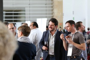 conversation and wine - rioja 2013 (Ricardo Bernardo)