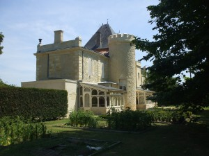 Château su Seuil (photo courtesy tourisme-aquitaine.fr)