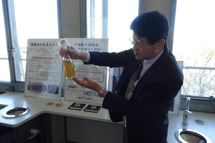 Kenji Suzuki with cultured yeast