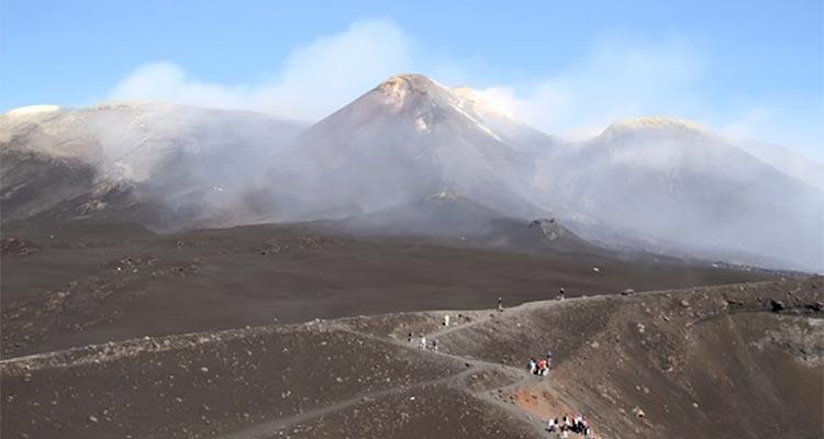 http://palatepress.com/wp-content/uploads/2017/07/etna-volcanic-minerality.jpg